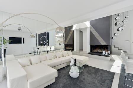 AMAZING AND BIG HOUSE IN D'EN BOSSA BEACH CENTER - Casa