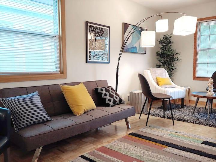NE Minneapolis art-inspired house—4mi to downtown