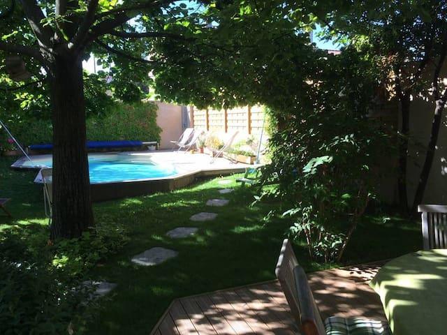 chambres (2) idéal festival:piscine:petit déj