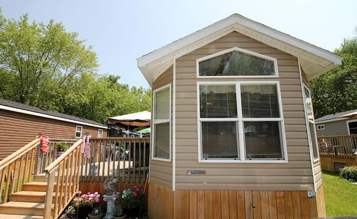 Cozy 2 bedroom cottage in Prince Edward County