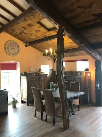 Grote Eetkamer 6 Personen.Airbnb Sevenum Vacation Rentals Places To Stay Limburg