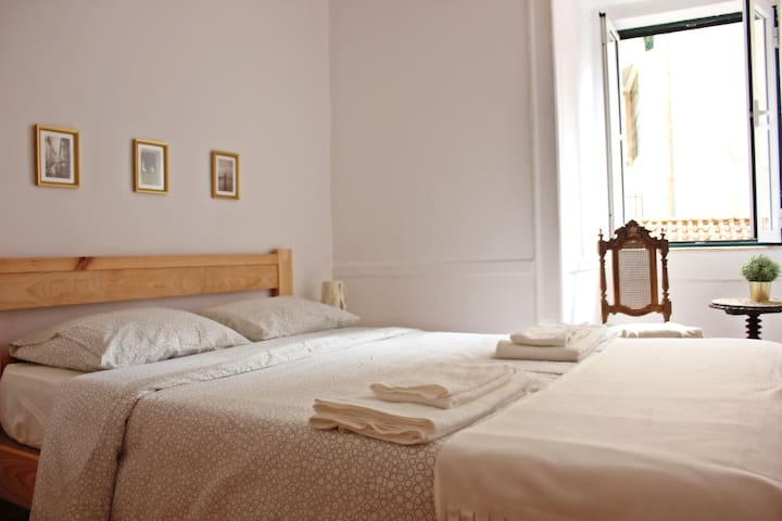 *Central Couple Friendly Alfama Apartment