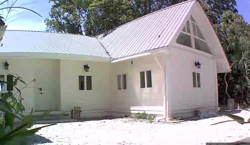 Berembun Rainforest Lodge (Left Wing)