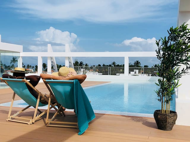 DELUXE CONDO ROOFTOP POOL BEACH CLUB