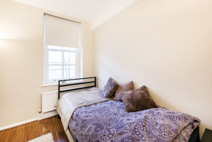Cosy basic room in Russell Square - Londres