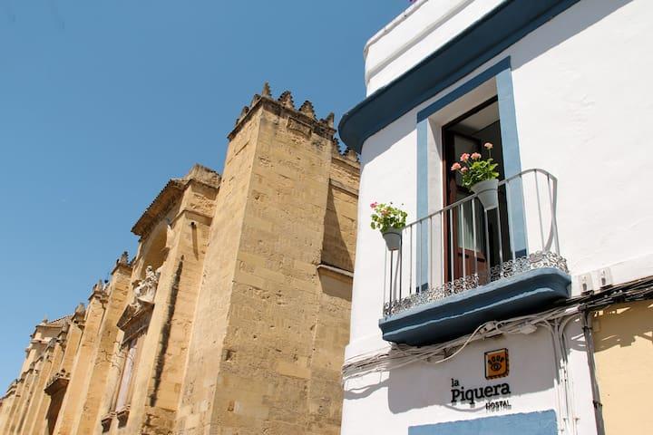 Hostal a dos pasos de la Mezquita-Catedral