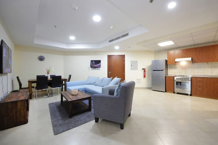 Famous and Tranquil 2BR Apartment in Dubai Gate 2