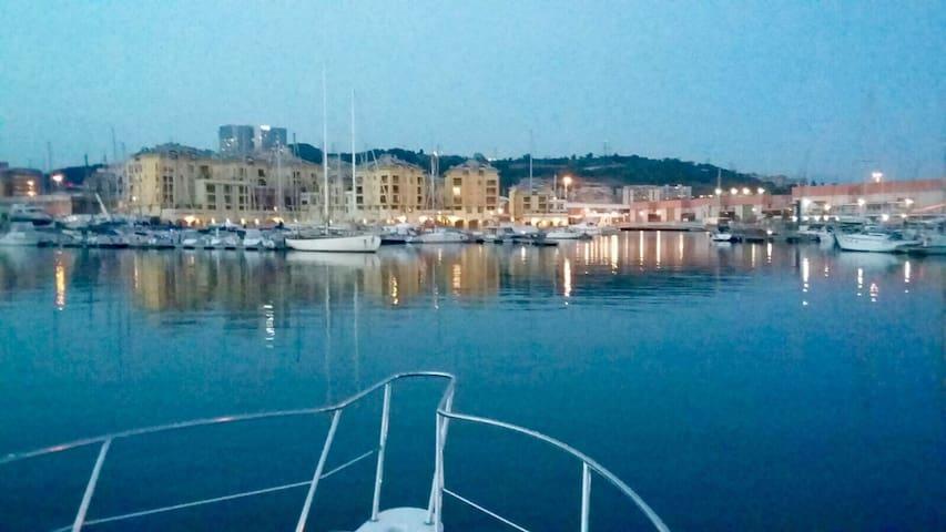 Bilocale con posto auto in Marina - Genova - Huoneisto
