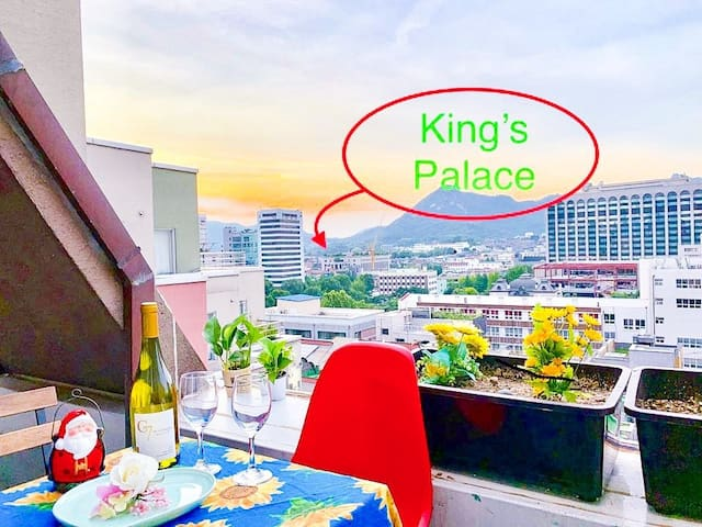 City Center! Terrace Apt with King's Palace view