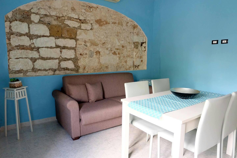 Soggiorno/cucina con divano letto