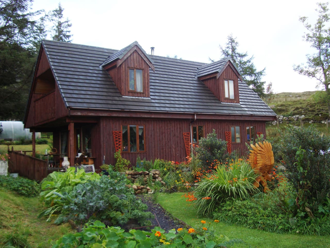 Bed and Breakfast in peaceful surroundings with stunning mountain views in the village of Torrin, Isle of Skye.
