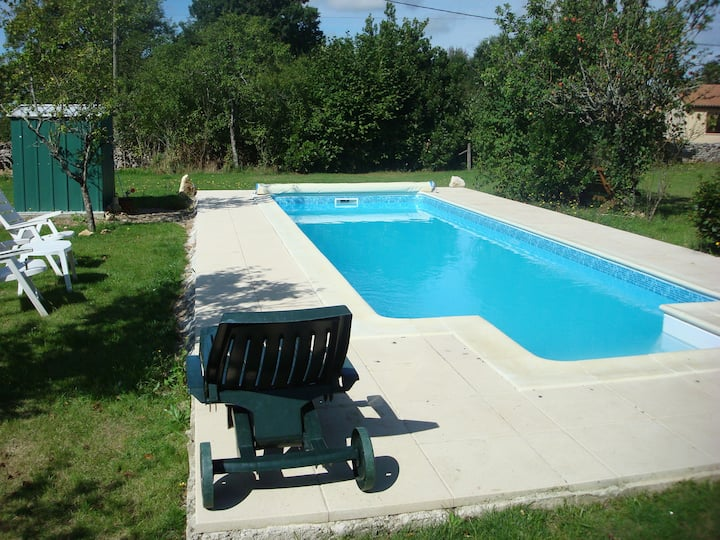 2 Bed Cottage with private Pool & spacious garden