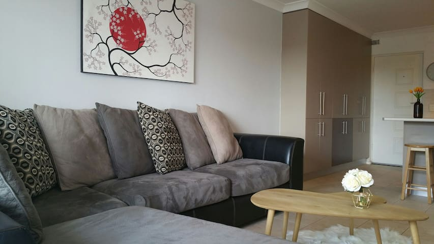 Cosy Apartment near trendy Cafes & Nightlife