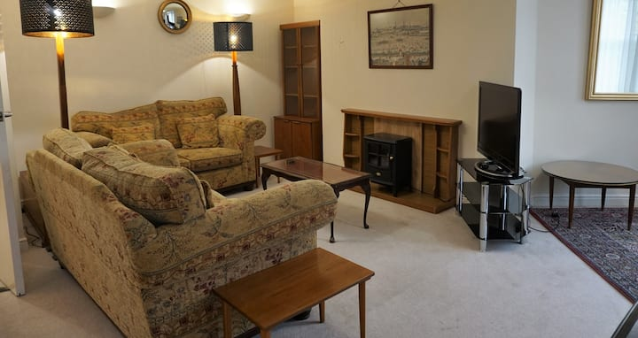 Large self contained ground floor flat in Buxton