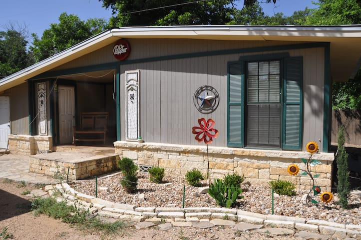 Hill Country Cottage By The River - Kerrville - Ev