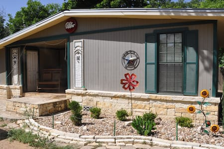 Hill Country Cottage By The River - Haus