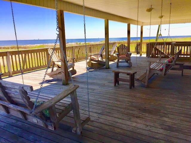 Maison Bon Temps,Large beachfront 4 bedroom 4 bath