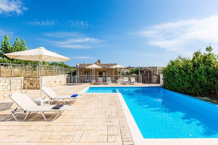 Villa Evgoron - Brand New Villa in Cretan Nature