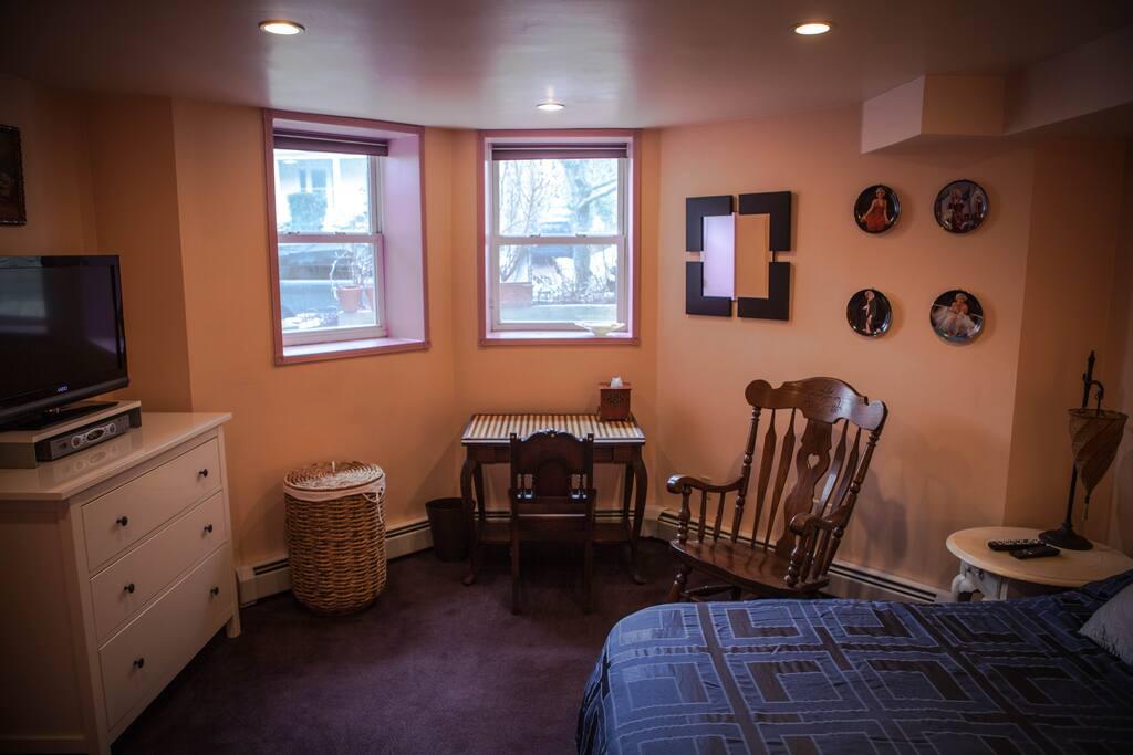 Queen Bed - 2 Closets  & Flat Screen TV -  #1