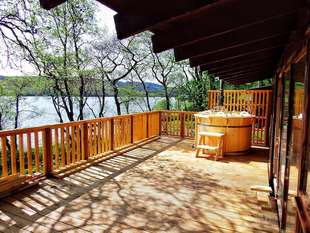 Log Cabin with Hot Tub & BBQ hut - Dalavich - Chalet