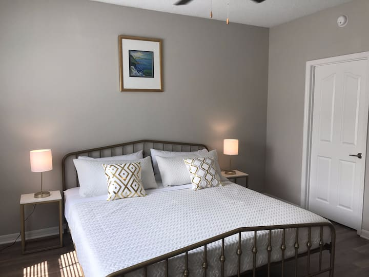 2 King Size Beds | Beaches, Mayo & Town Center