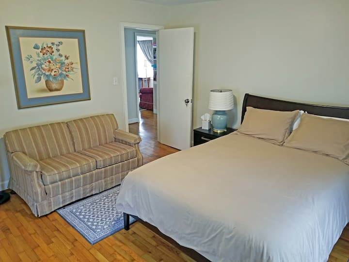 Queen and 4 twins beds ready for your group