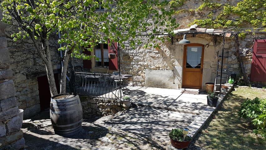 Joli Mas avec Piscine en Drôme Provençale