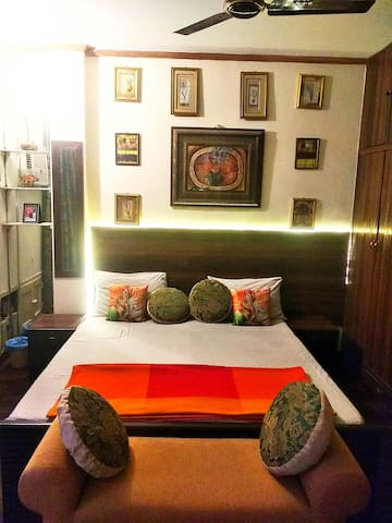 Cozy Designer Room With Airel Green View C R Park