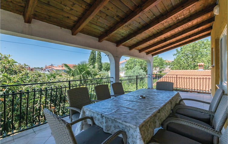 Holiday apartment with 4 bedrooms on 106m² in Rovinjsko Selo