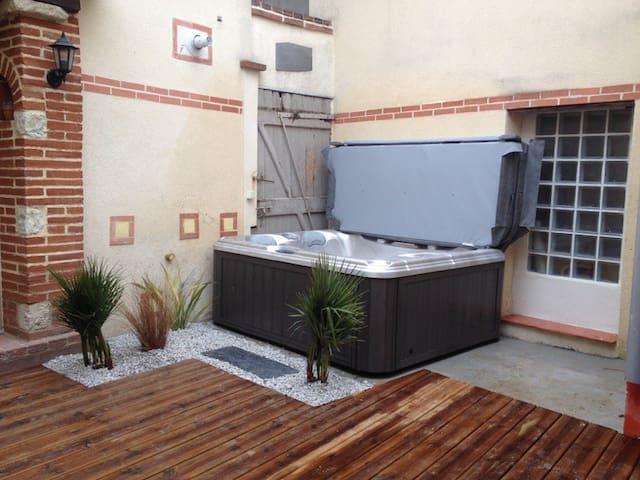 Chambre 25m2 maison de village á 20mn de Toulouse - Buzet-sur-Tarn - Şehir evi