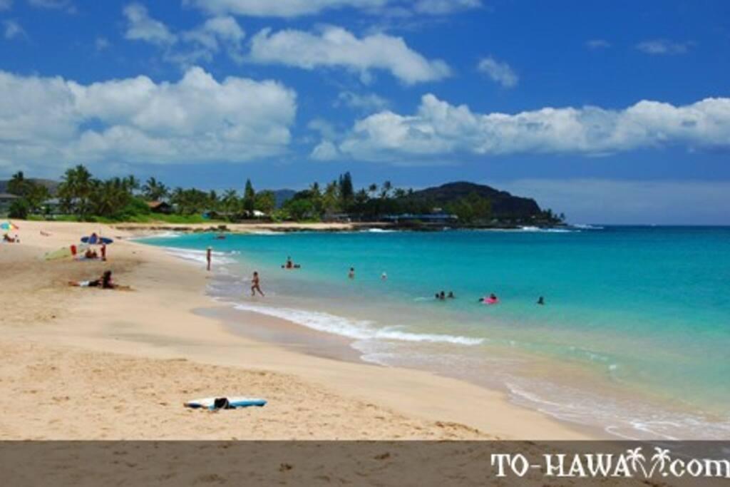 Famous surf spot Makaha Beach is down the street.