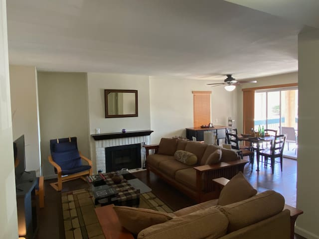 3-bedrm Townhouse in Carson - Quiet, comfy, safe