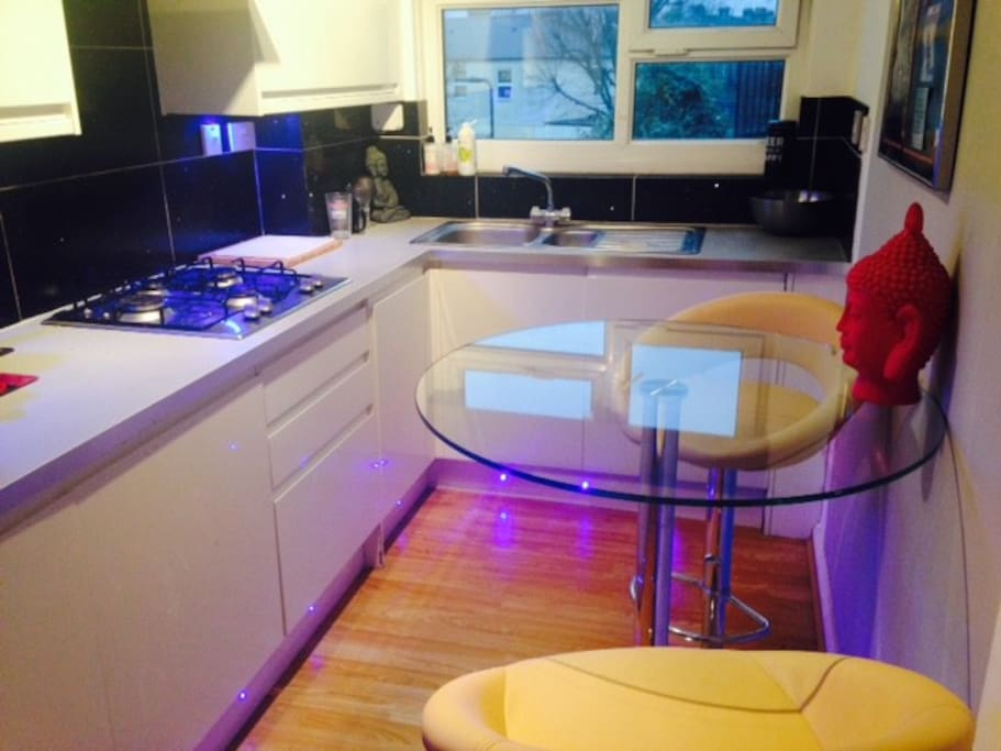 Large 1 Bedroom Flat In West London Available Flats For Rent In London England United Kingdom