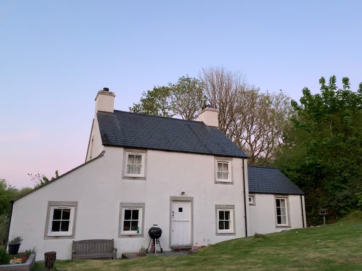 Cynefin, a delightful cottage in Newport, Pembs.