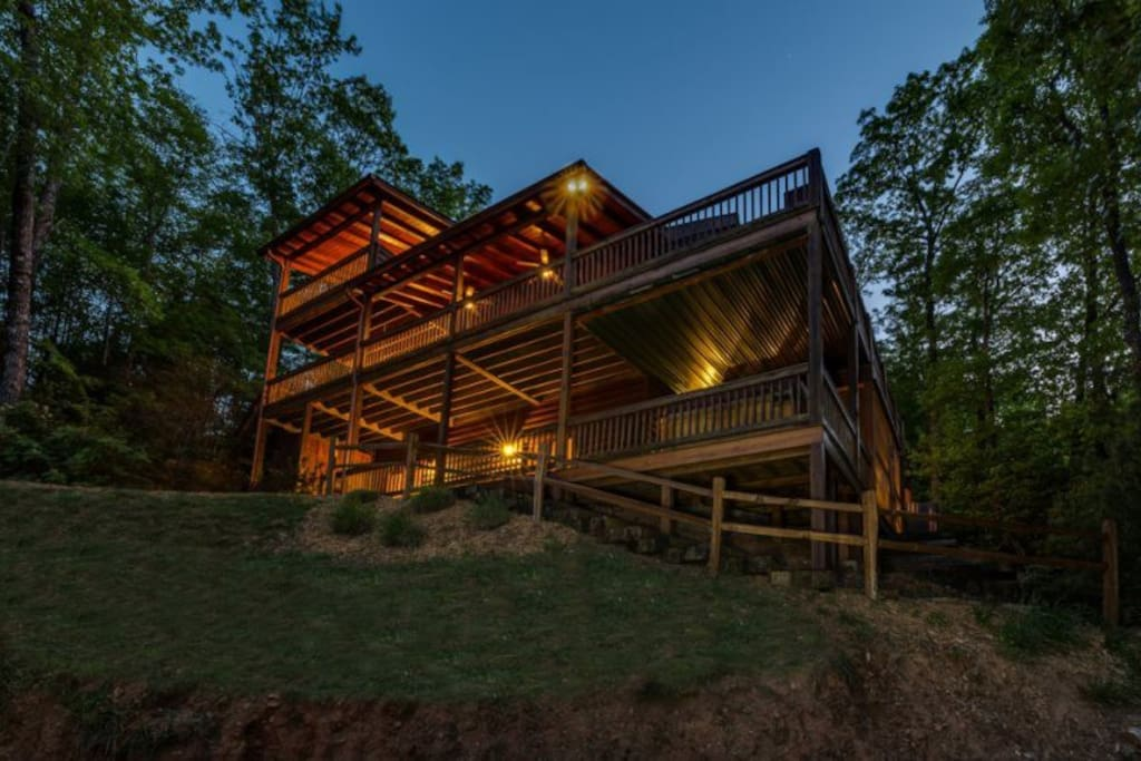 Above it all cabins for rent in ellijay georgia united for Ellijay cabins for rent by owner