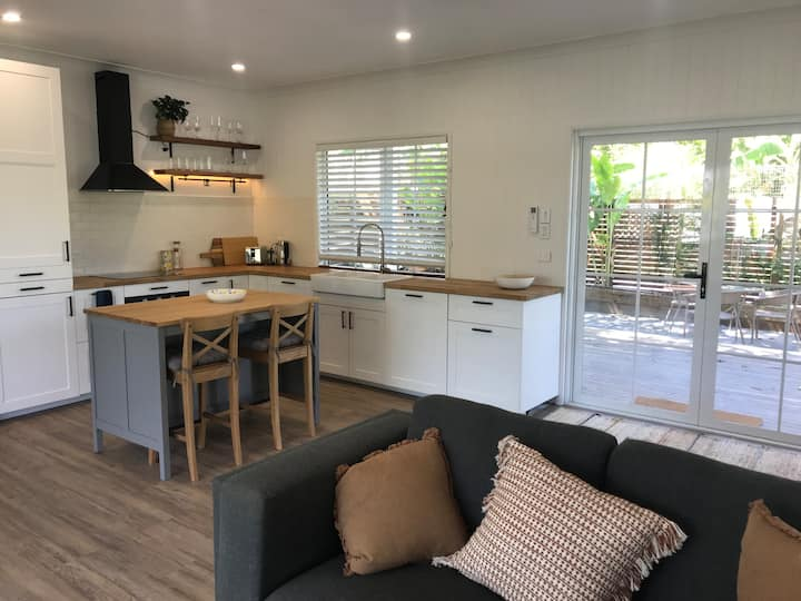 Noosa Country Cottage - Yoga, Brewery, Cafes +more