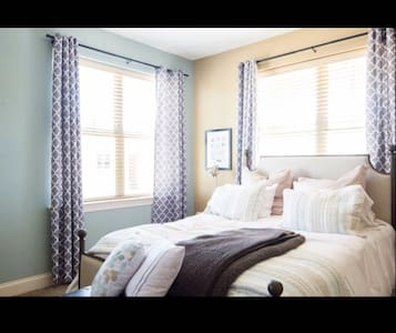 Amazing Master Suite In Riverwalk - Rock Hill