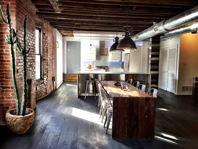Industrial modern 3 bedroom Shadyside home