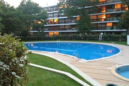 Swimming Pool, Woods and Monoprix ! - La Celle-Saint-Cloud - Lägenhet