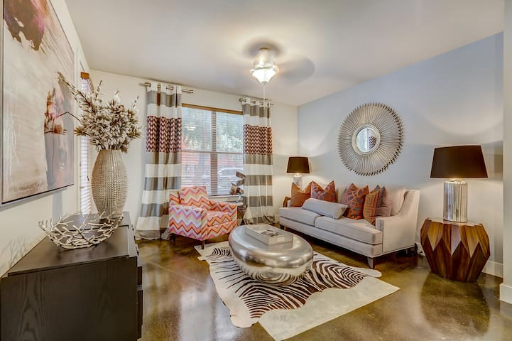 Clean, cozy place of your own | 2BR in Addison