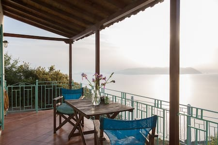 Clifftop Cottage - Breathtaking Sea Views