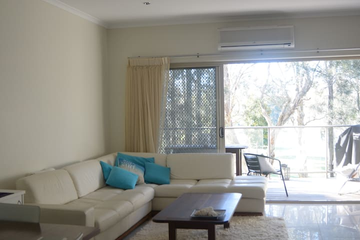 Maroochy Riverside Queen Bedroom 2 - Maroochydore - Townhouse