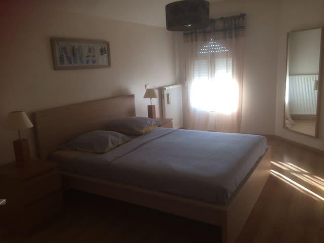 chambres a l'etage d'une villa - Chalon-sur-Saône - วิลล่า