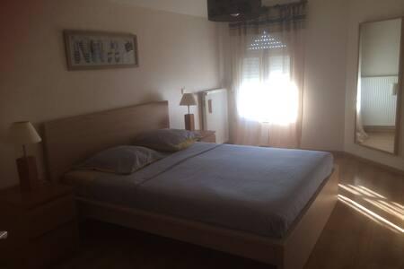 chambres a l'etage d'une villa - Chalon-sur-Saône