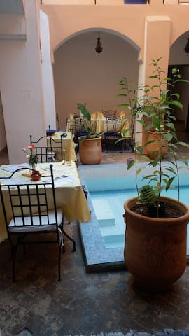 Riad lilas avec piscine ; Marrakech Chb supérieur - MARRAKECH - House
