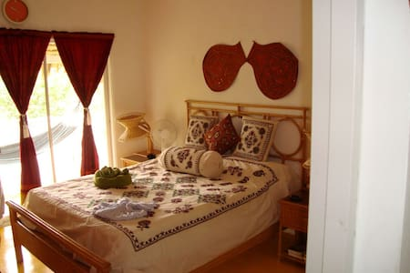 Private Room in a Mountain Villa - Tubagua - Bed & Breakfast