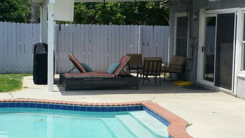 4 bedroom house with a pool - Los Angeles - Ház