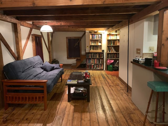 Cozy Artist Loft Minutes from Downtown New Bedford