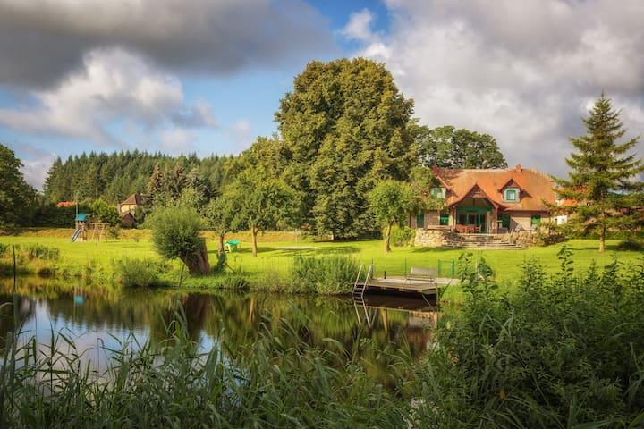 Haus mit Garten und Schwimmteich
