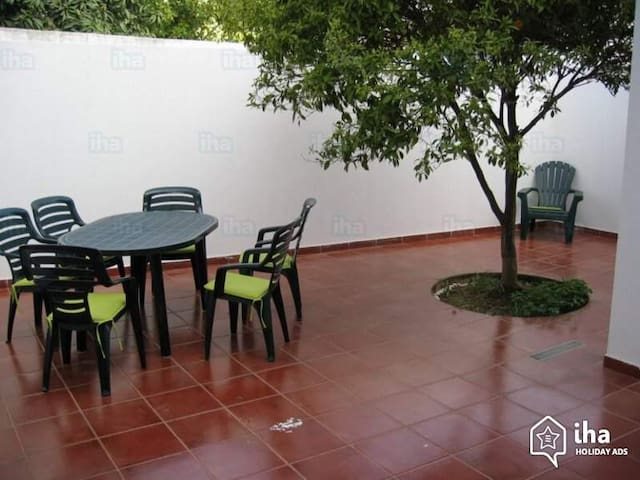 Family friendly, lovely courtyard - Cabanas de Tavira
